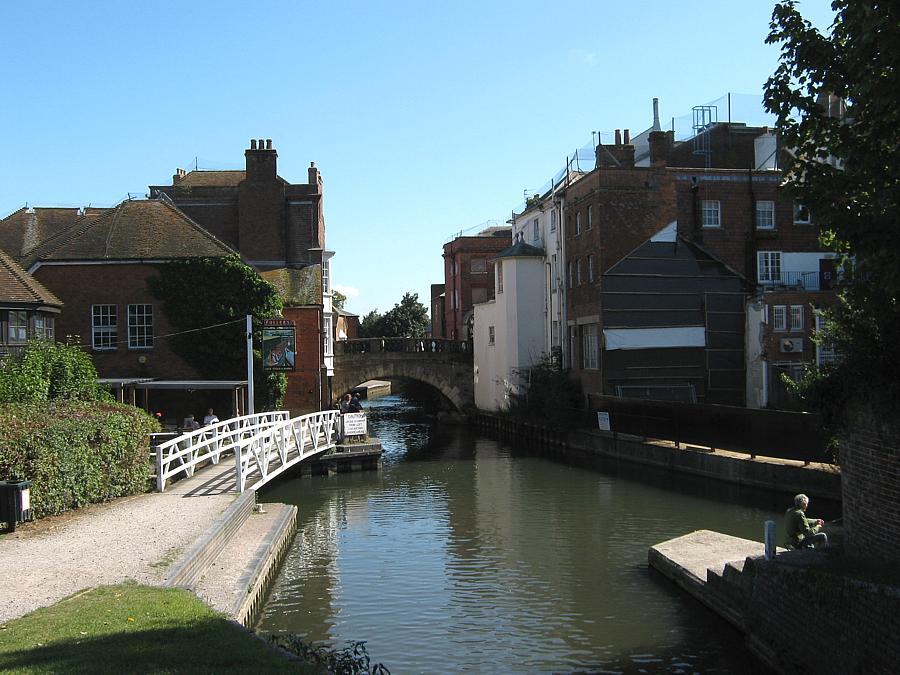 The canal to the west of Newbury town centre